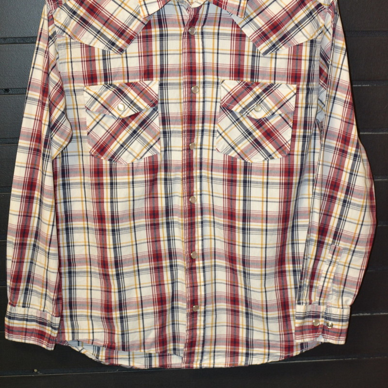 Red, black, white, and yellow plaid<br /> Two chest pockets with pearl snaps<br /> Pearl snaps up the front<br /> Long sleeved<br /> Excellent used condition<br /> Size medium (12/14)