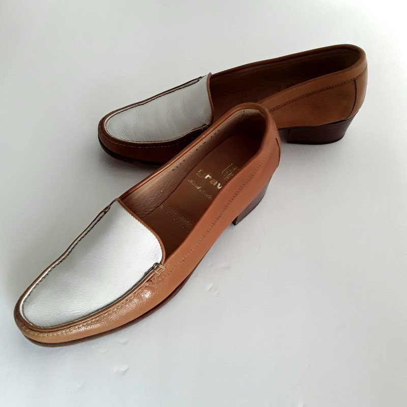 Two Tone Gravati Loafer, Gold, Size: 6.5 Beautiful Italian Leather. Lightly worn.