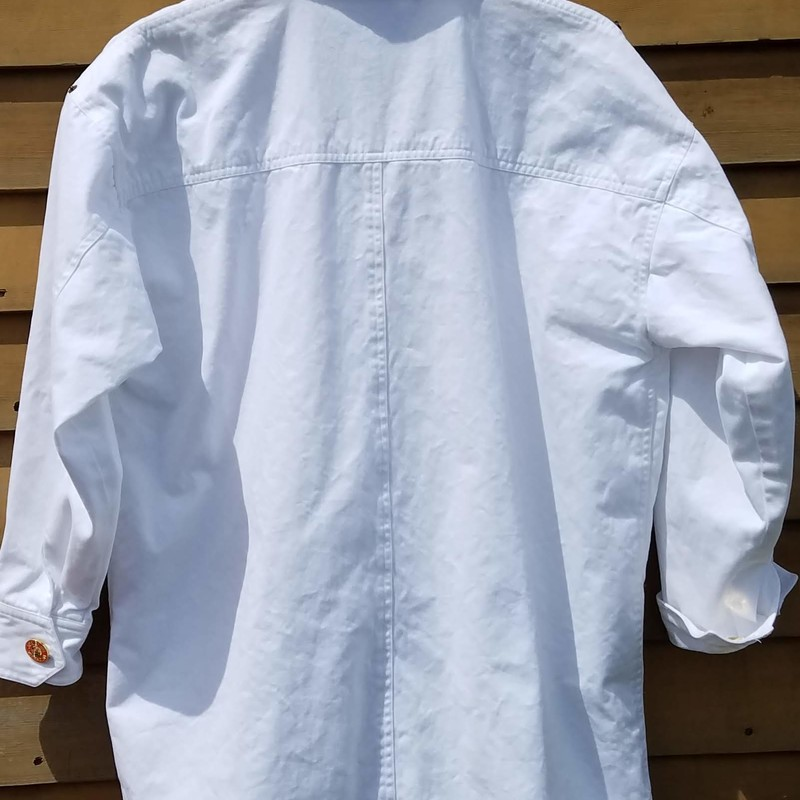 "Adrienne Vittadini Vintage Cotton White Barn Coat<br /> Looks Brand New<br /> Size is Small<br /> Loose Fitting Style Coat<br /> chest 46""<br /> Waist 44""<br /> Inseam 17""<br /> EUC<br /> RARE FIND"