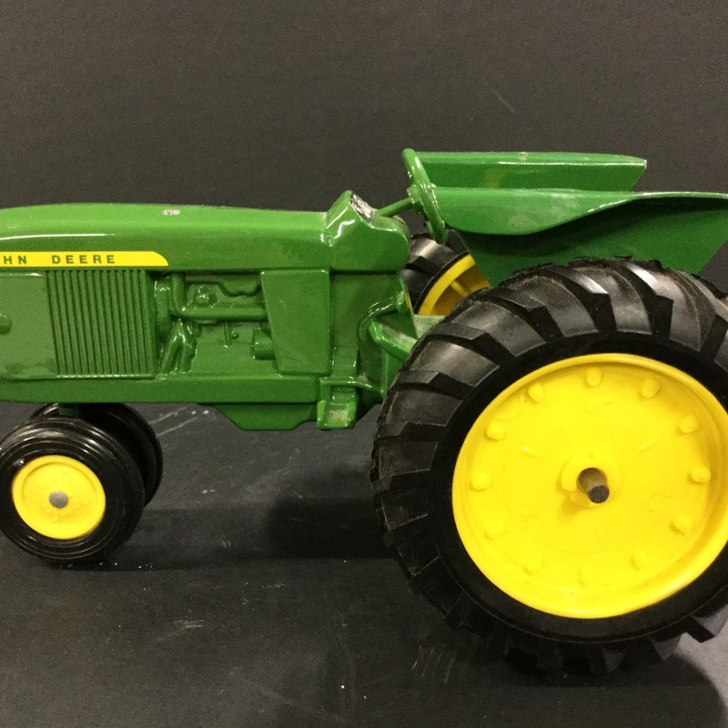 Vintage John Deer tractor scale model. Great condition!