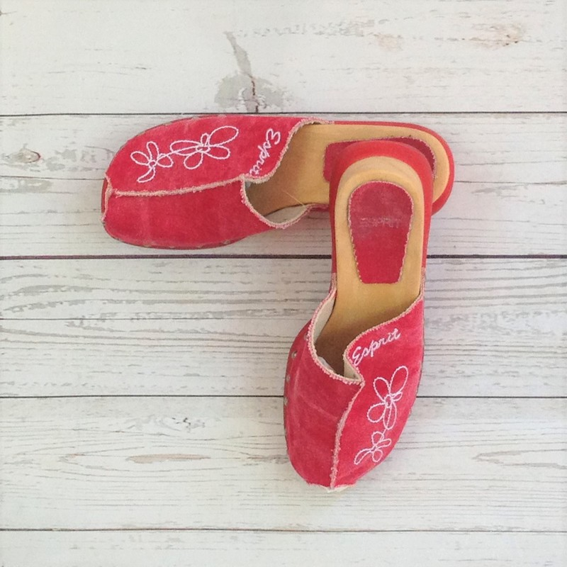 Red Clogs Wht Flwr Stitch.