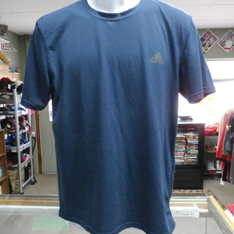 Under Armour Men&#039;s Short Sleeve Tee Shirt Blue Size Large Polyester Blend #19918<br /> Rating:   (see below)4- Fair Condition<br /> Team: n/a<br /> Player: n/a<br /> Brand: Under Armour<br /> Size: Large - Men&#039;s  (Measured: 20&quot; Wide, length 28&quot;)<br /> Measured: Armpit to armpit; shoulder to hem<br /> Color: Blue<br /> Style: short sleeve; screen pressed;<br /> Material: 95 Polyester 5 Lyrcas<br /> Condition: 4- Fair Condition - pilling and fuzz present; no rips, tears, or stains, fabric is stretched from use and wash; screen press on back of neck is cracking; slight discoloration from use; (see photos)<br /> Item #: 19918<br /> Shipping: FREE