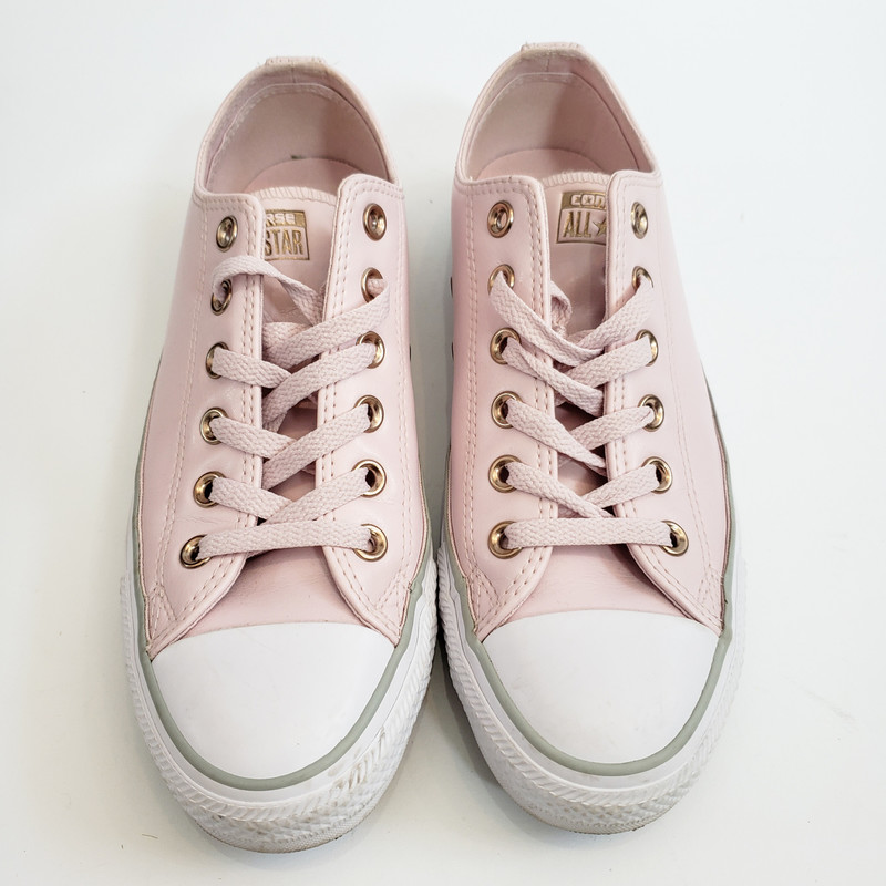 Converse<br /> Pink Leather sneakers<br /> Size 8