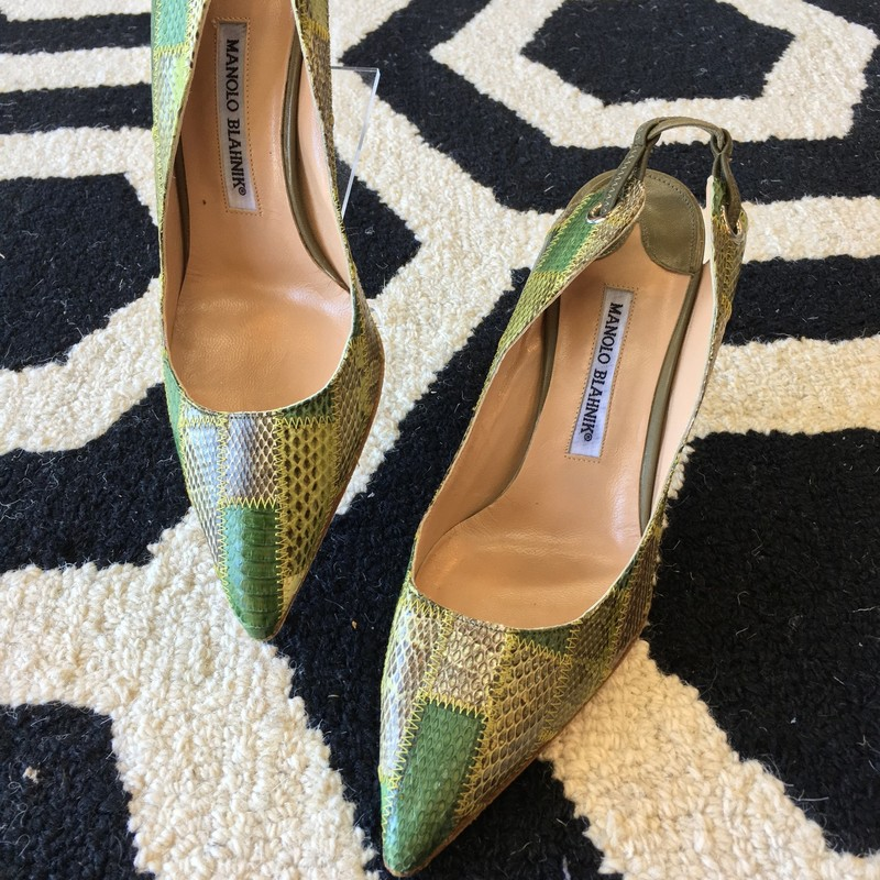 LIKE NEW Manolo Blahnik heels. Green patchwwork leather exterior with nude leather interior. Italian size 39.5 (US size 9.5). Like new, only use spots are few markings on bottom soles. 4 inch heels. Retail approx: $998.00
