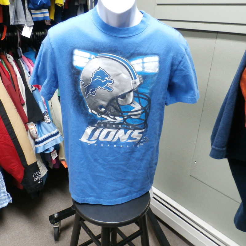 Detroit Lions Men&#039;s t shirt blue (Size Tag Missing) #16992<br /> Rating:   (see below) 4 - Fair Condition<br /> Team: N/A<br /> Player: N/A<br /> Brand: Missing Tag<br /> Size: Missing Tag- Men&#039;s (Measured Flat: Across chest 19&quot;;  Length 28&quot;)<br /> measurements:  armpit to armpit &amp; shoulder to hem; - please check measurements.<br /> Color: Blue<br /> Style: t shirt; screen pressed<br /> Material: Missing Tag<br /> Condition: 4- Fair Condition - wrinkled; material is faded and discolored; all the tags are missing or have been removed; noticeable pilling and fuzz; slightly stretched out from washing and use<br /> Item #: 16992<br /> Shipping: FREE