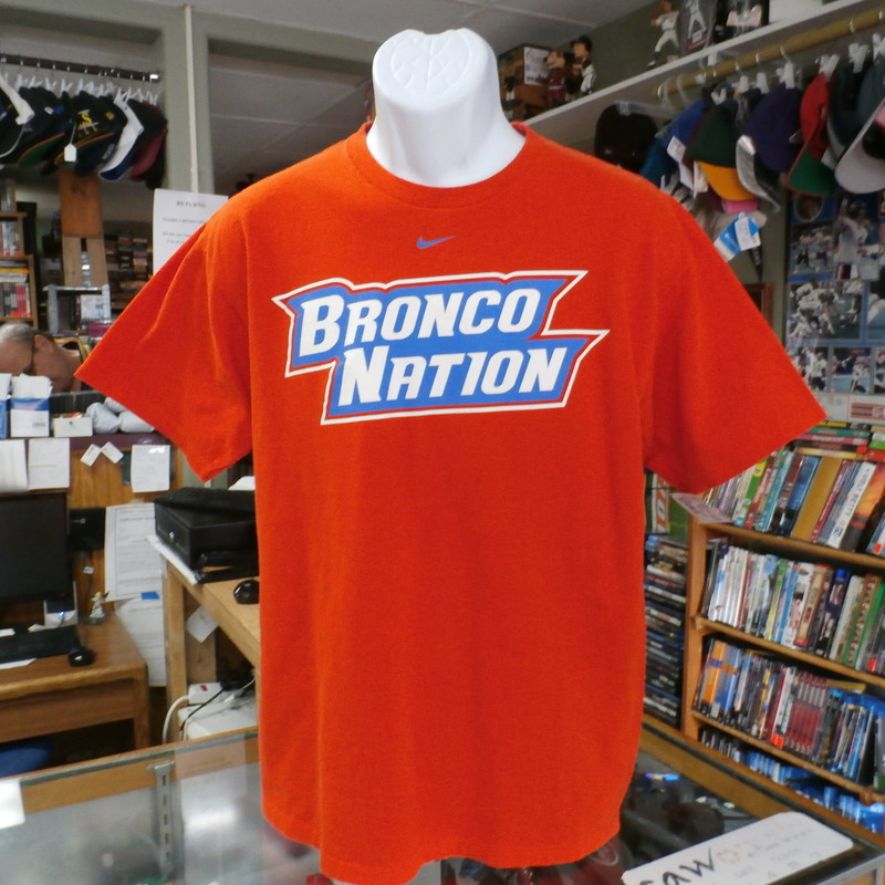 NCAA Mike Boise State Short Sleeve Shirt Orange Size Medium #9443<br /> Rating:   (see below) 2 - Great Condition<br /> Team: Boise State<br /> Player: Team<br /> Brand: Nike<br /> Size: Medium - Unisex Adult (Measured Flat: Across chest 20&quot;, length 28&quot;) measured armpit to armpit, and shoulder to hem<br /> Color: Orange<br /> Style: short sleeve; Boise State<br /> Material: 100 Cotton<br /> Condition: 2- Great Condition - minor pilling and fuzz; slight stretching from wash and wear; no rips, tears, or stains; fabric crisp; (see photos)<br /> Item #: 9443<br /> Shipping: FREE