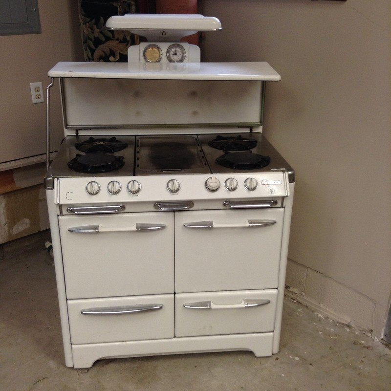 Okeefe Merritt Stove in perfect working condition. 42 inch