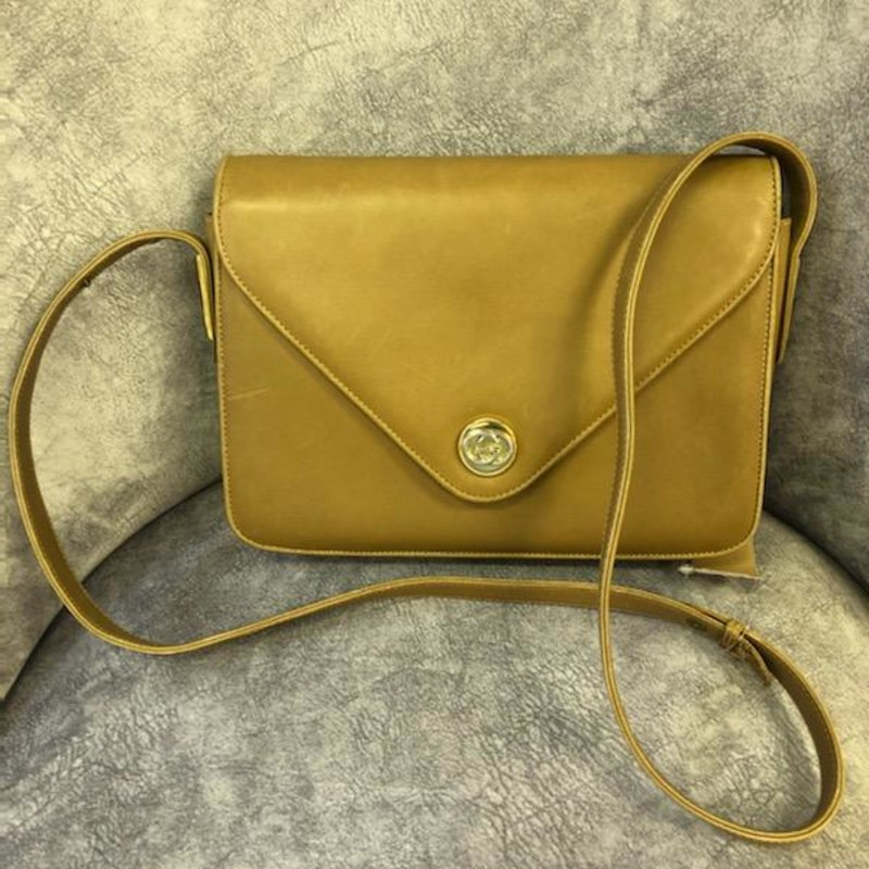 GUCCI, Tan, Size: Vintage<br /> Brand: Gucci<br /> Model: Vintage shoulder bag Tan color<br /> Material: leather<br /> Dimensions: W25 x H18.5 X D6cm<br /> Serial number: 4060011331<br /> Country of origin: Italy<br /> This bag is vintage and shows normal signs of wear.  The bag is in good condition, snap closure works great.  Interior well cared for.  Exterior has a few minor scuffs from being carried.  Please see pictures.<br /> Thank you!