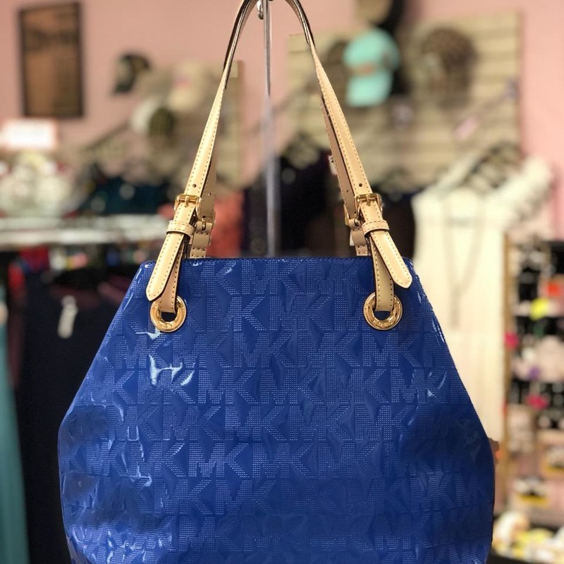 "Michael Kors, Blue, Size: Authentic<br /> MICHAEL KORS SIGNATURE JET SET EAST WEST Blue PATENT LEATHER TOTE BAG<br /> Blue perforated MK patent leather open top tote with one zip pocket and four drop pockets. Electric blue with leather handles. LIKE NEW CONDITION. MEASURES 11.5"" X 6"" X 15"". DROP STRAP HANDLE 9""."