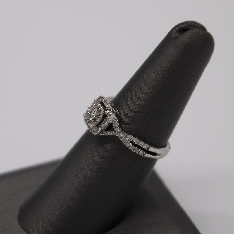 14KT WHITE GOLD<br /> WEIGHT 2.1 DWT<br /> FINGER SIZE 7<br /> (CAN BE RESIZED)<br /> <br /> APX. 1/2CTTW ROUND DIAMOND DOUBLE HALO STYLE RING WITH TWISTED BAND DESIGN ON SIDES.<br /> <br /> <br /> <br /> 14k WG Dia Ring Cushion, None, Size:  7