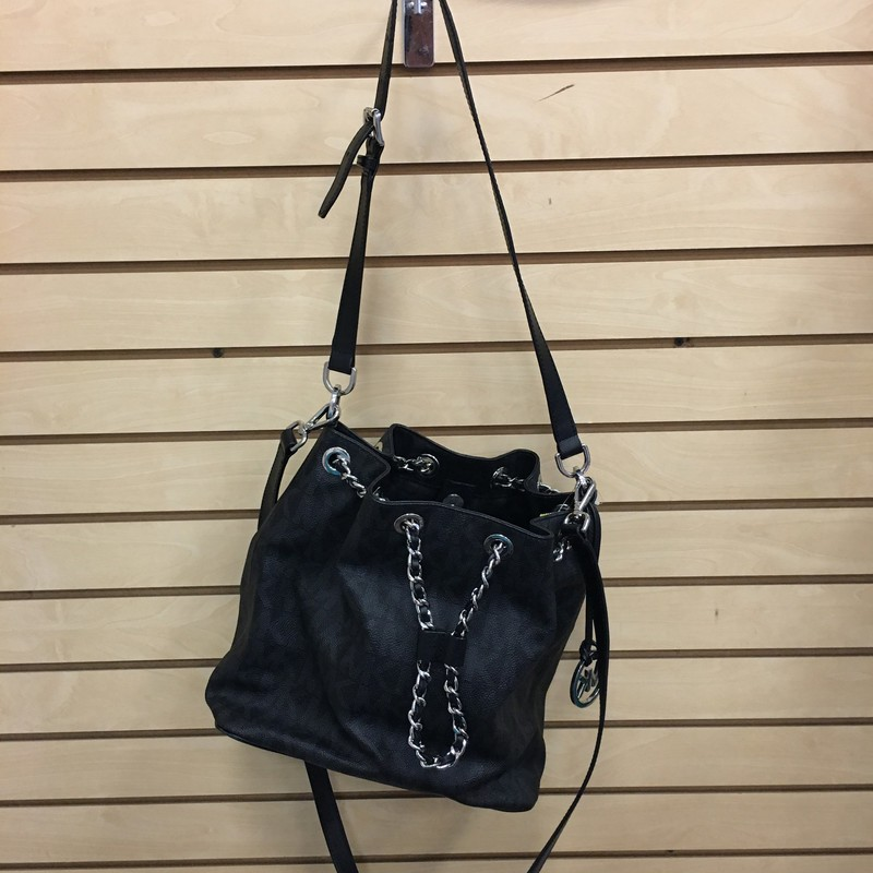 Michael Kors black cross body bucket style bag.  Features chain detail hardware and a detatchable cross body strap option.  Great condition overall but has a slight imperfection on the bottom of the bag.  Contains four pockets as well as a zipper pocket on the inside of the bag.