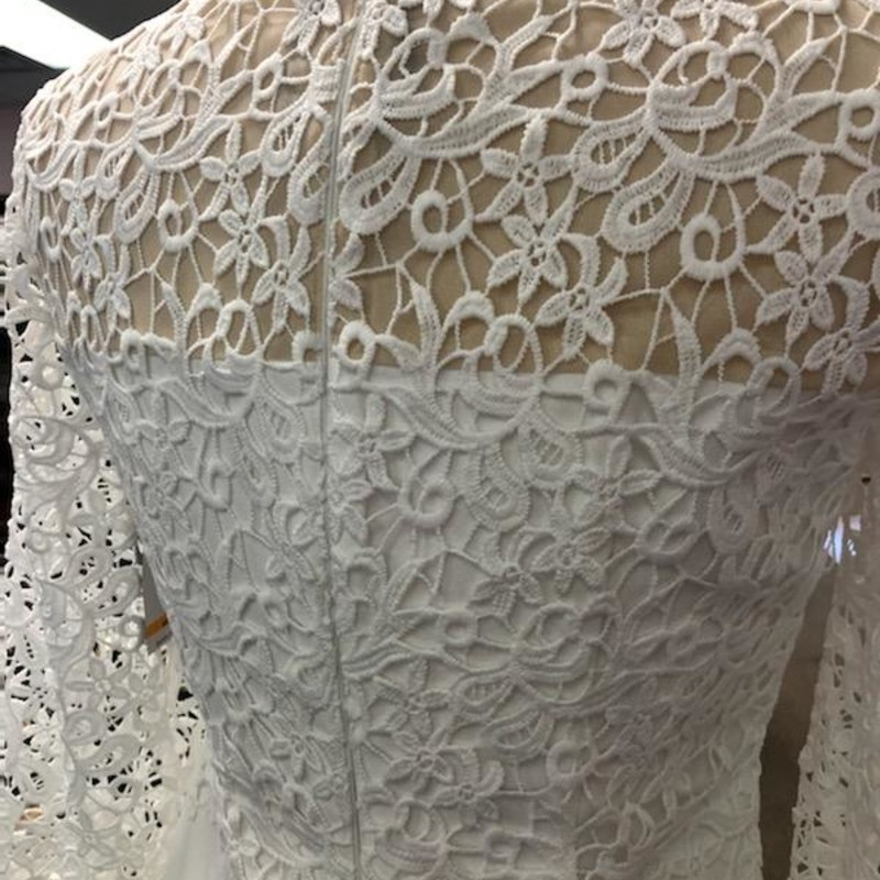 Anne Klein, WhLace, Size: S<br /> This beautiful dress is brand with tags.<br /> No marks, stains or flaws.<br /> Consignor bought it for a special event and decided not to wear it.<br /> Could be worn as a casual (beach) wedding dress or to renew vows.