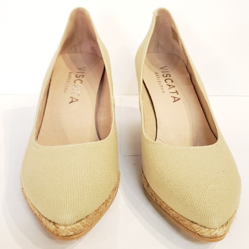 NEW Viscata Espadrille,<br /> Viscata Barcelona<br /> Made in Spain<br /> Tan, Canvas upper<br /> Leather Footbed<br /> Rubber Sole<br /> <br /> Size: 39 ( US Size 8)<br /> NEW Without Box<br /> <br /> 3 inch Heel<br /> 1/2 inch platform