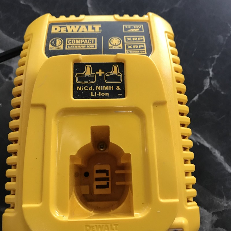 Charger, DeWalt, Size: 7.2-18V<br /> charges NiCd, NiMH and Li-Ion batteries