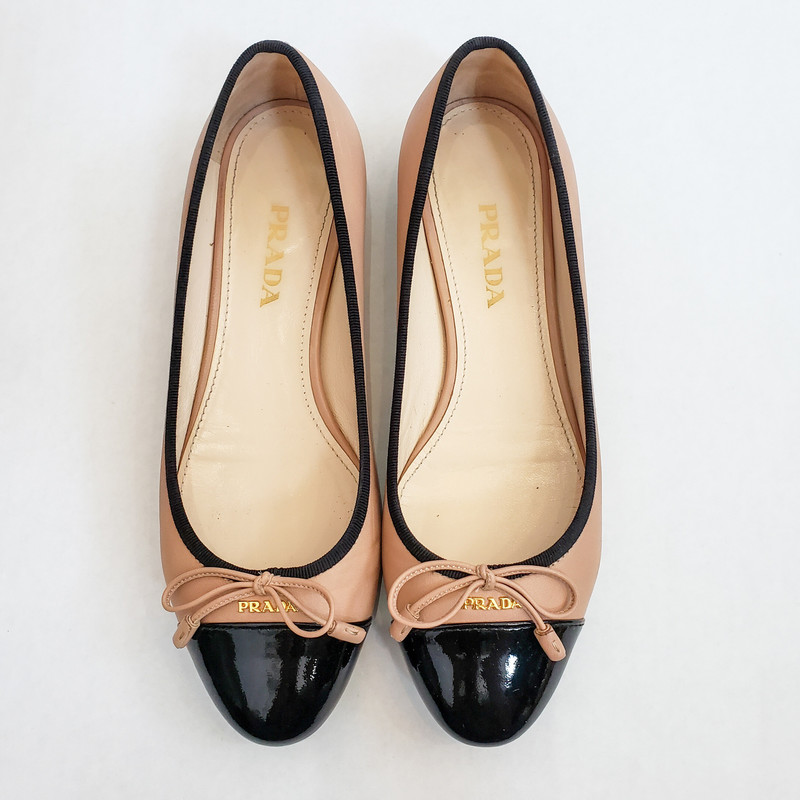 Prada,<br /> Tan and black flats<br /> Bow Detail<br /> Size 38.5/8.5<br /> Comes with box