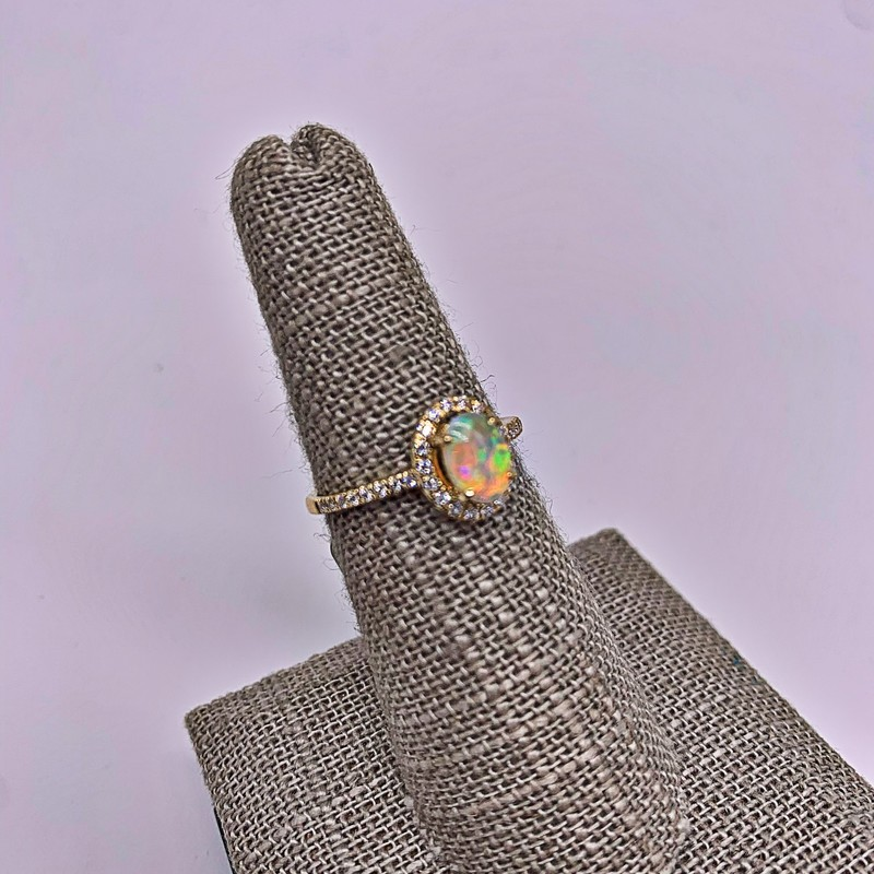14k Yellow Gold .60ct Opal Ring w/34 Brilliant Diamonds<br /> <br /> 14k .60ct Opal W/Dia, Size: IHH