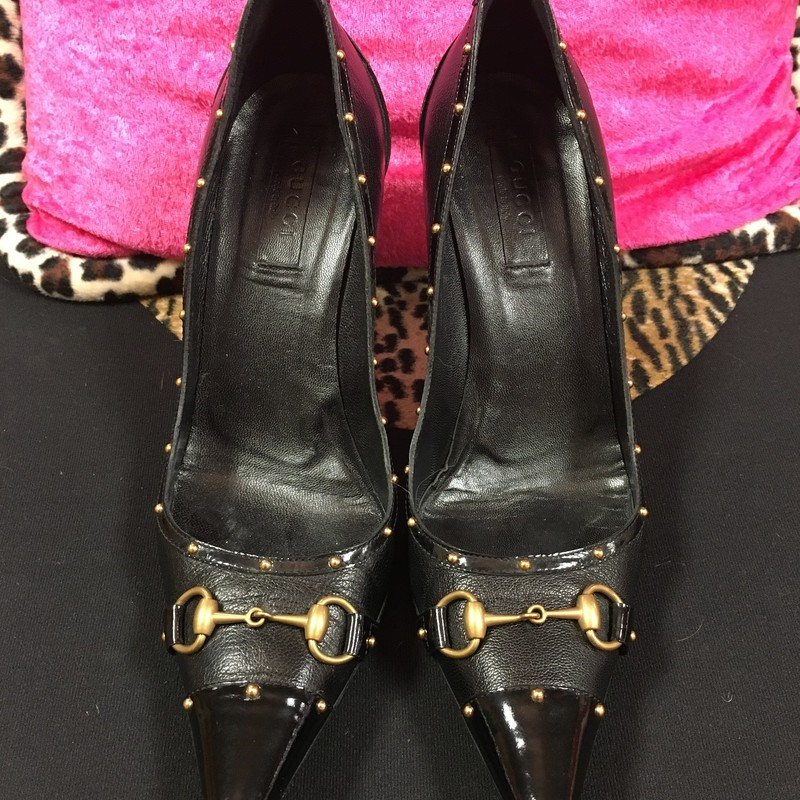 Designer Pump, Blkgold, Size: 38.  Beautiful Gucci pumps are a rare find in this excellent condition.  Super comfortable and sharpe.