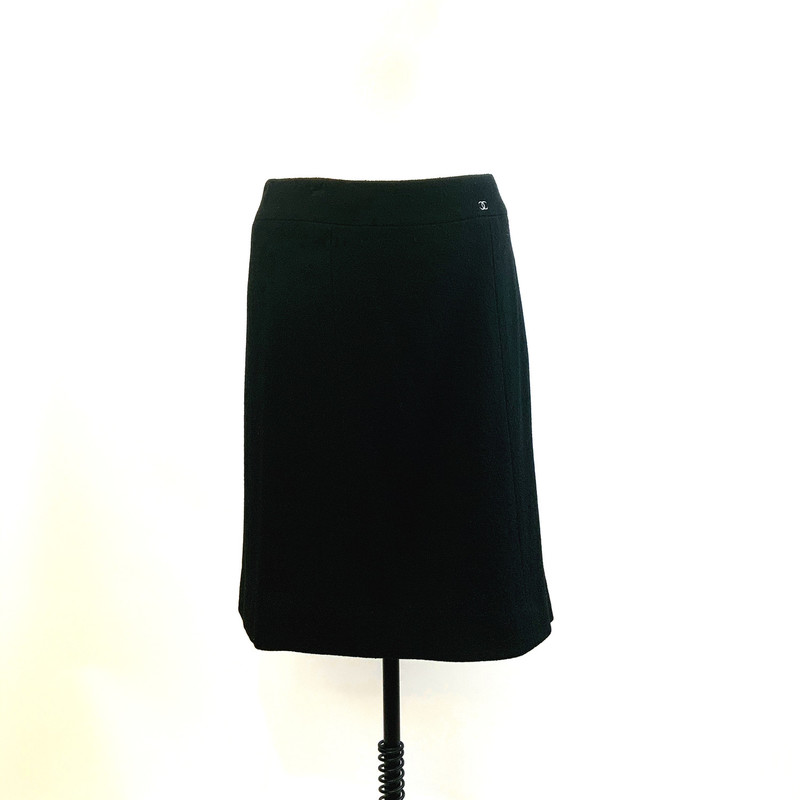 Chanel Lined Wool Skirt, Black, Size: 42<br /> Lined with silk, excellent condition. Final Sale, Ships with insurance.