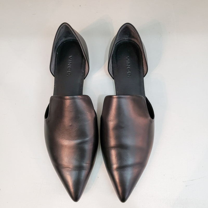 Vince<br /> Black pointed toe flats<br /> Comes with Bag<br /> Size 8.5