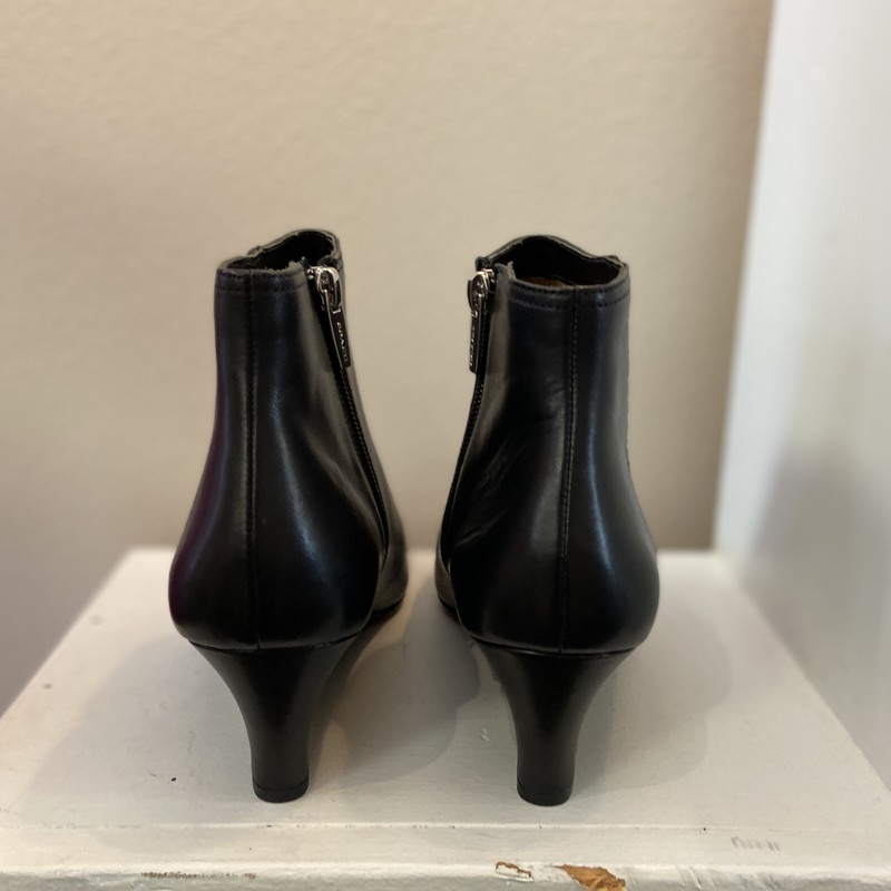 NWT Blk Leather Bootie<br /> Black<br /> Size: 9 Ret 298