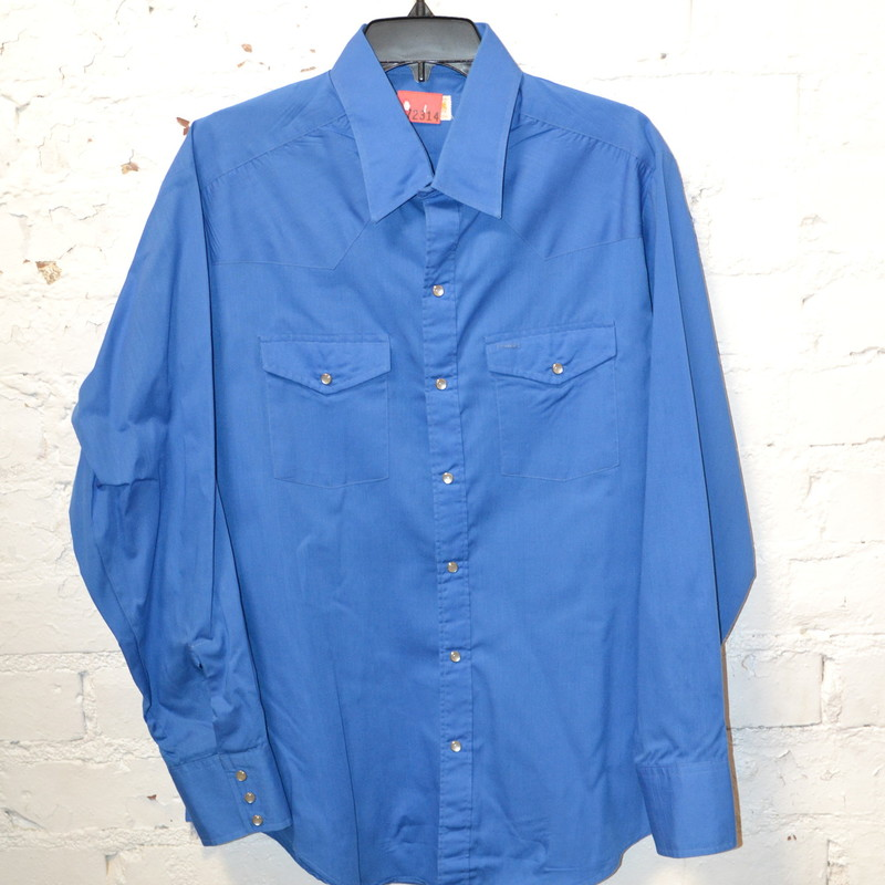 -Pearl snap<br /> -Size XL<br /> -Blue<br /> -Pockets