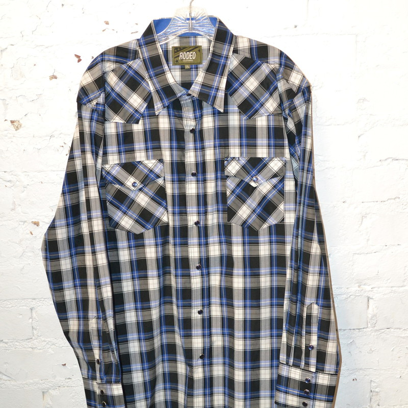 -Size XXL<br /> -Blue and white<br /> -Pearl snap<br /> -Pockets