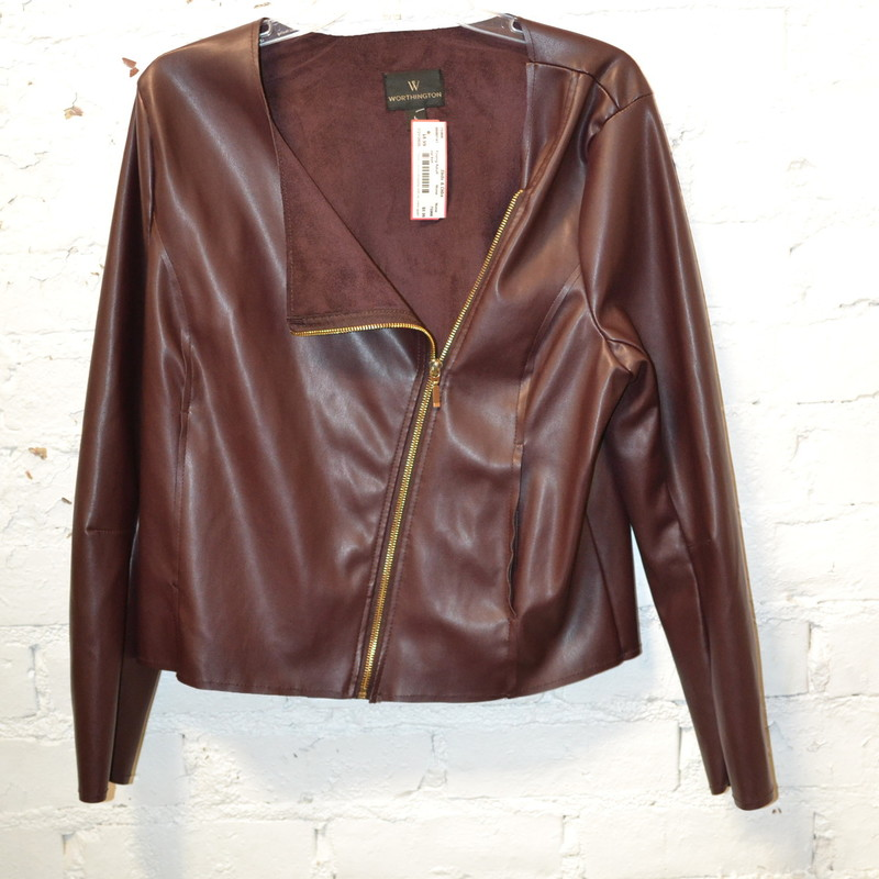 -Worthington<br /> -Faux leather<br /> -Zips up the front<br /> -Suede interior<br /> -Size large
