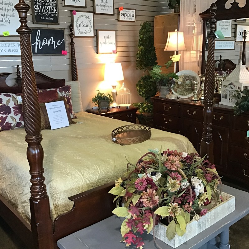 "This traditional Pennsylvania House queen bedroom set comes with a 4 poster queen bed (headboard, footboard, side rails & slats), a 1 drawer/2 door nightstand, 12 drawer dresser and attached mirror. It is in great shape and has plenty of space for storing all of your clothes & bedroom essentials!<br /> Dimensions:<br /> Queen Bed - 64"" x 88"" x 72""<br /> Nightstand - 26"" x 16"" x 27""<br /> Dresser - 70"" x 19"" x 35""<br /> Mirror - 38"" x 50"""