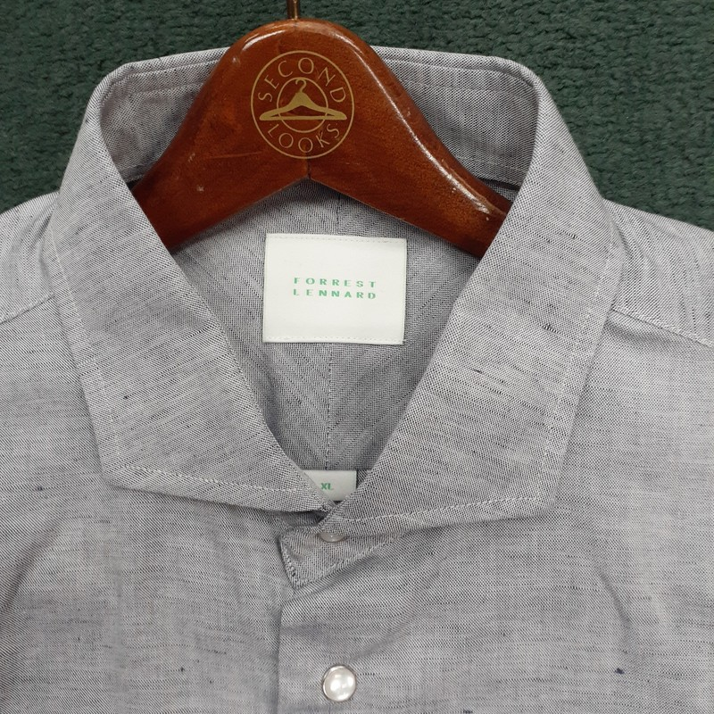 ** Forest Lennard **<br /> Color: Gray<br /> Size: XL<br /> Condition: Excellent, like new