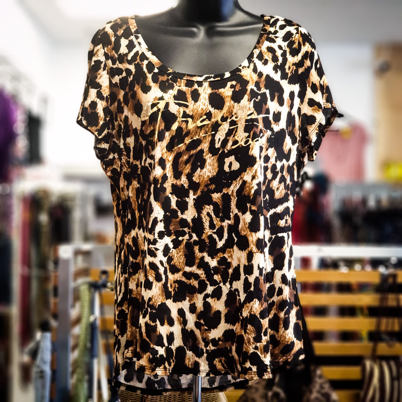 Beautiful Thalia Sodi Top.<br /> - Black, brown and tan color<br /> - Cheetah print<br /> - Front gold logo<br /> - Stretchy<br /> - Bust circumference: 36 in.<br /> - Length: 26 in.<br /> - Sleeves length: 5 in.<br /> - Size Medium<br /> <br /> * Please note that these measurements and pictures are for reference only and may vary slightly from the original.