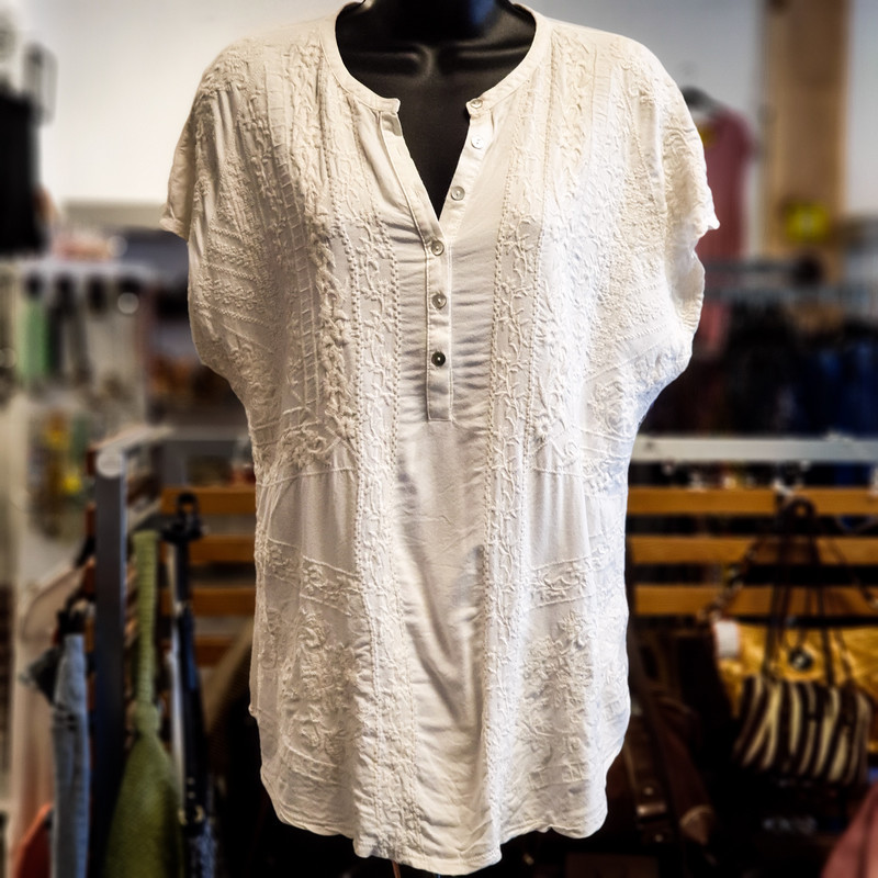 Beautiful Lucky Brand Top.<br /> - Off white color<br /> - Embroidered design<br /> - Six real front buttons<br /> - Stretchy<br /> - Bust circumference: 42 in.<br /> - Length: 26.5 in.<br /> - Sleeves length: 9.5 in.<br /> - Size Large<br /> <br /> * Please note that these measurements and pictures are for reference only and may vary slightly from the original.