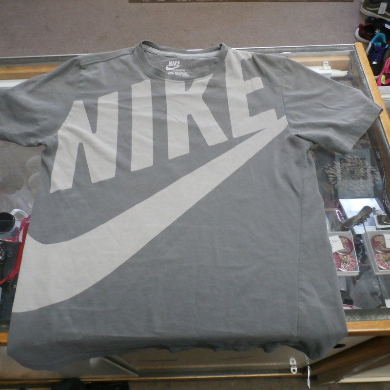"Title: Nike Men's T shirt gray size Medium @22404<br /> Our Clothes Rating: 4- Fair Condition<br /> Brand: Nike<br /> size: Men's Medium- (Chest: 20"" Length: 26"")<br /> color: Gray<br /> Style: screen pressed; crew neck; short sleeve;<br /> Condition: 4- Fair- worn and faded; pilling and fuzz; material is stretched out from washing and use; fuzz on the fabric; discolored<br /> Shipping: FREE<br /> Item #: 22404"