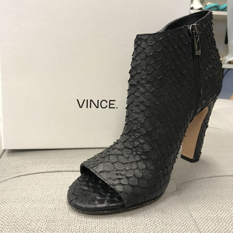 VINCE OPEN TOE BOOTIES.
