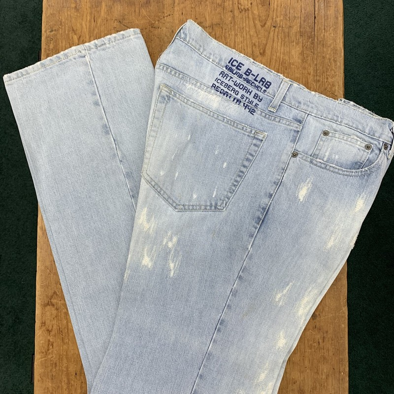 Ice B Iceberg<br /> Color: Light wash denim<br /> Size: 36W 36L<br /> Condition: Excellent