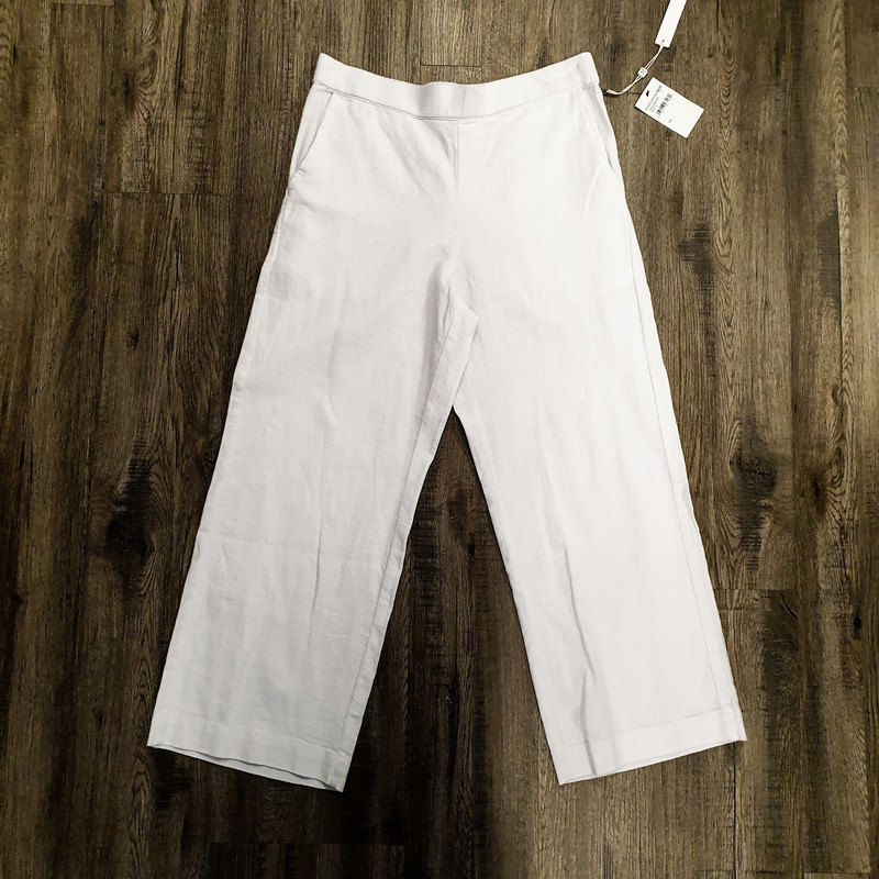 Beautiful Caslon Pants.<br /> - Brand new<br /> - White color<br /> - Real front and back pockets<br /> - Stretchy waist band<br /> - Waist circumference: 29 in.<br /> - Length: 32.5 in.<br /> - Size XSmall<br /> <br /> * Please note that these measurements and pictures are for reference only and may vary slightly from the original.