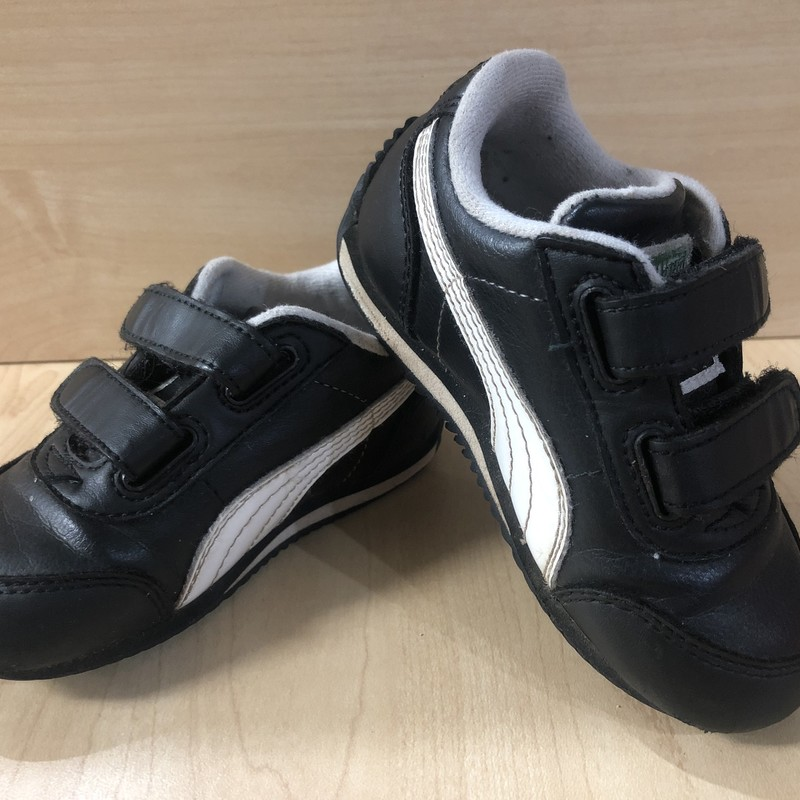 Puma Sneakers, Black, Size: 5<br /> A few minor scuffs on the front toes but overall in great condition