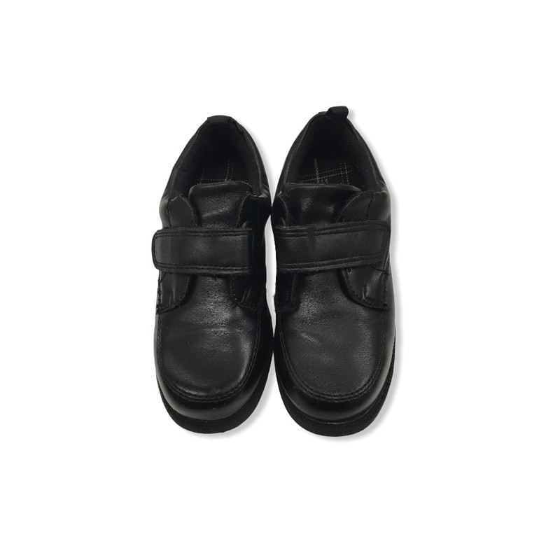 Shoes (Black), Boy, Size: 11<br /> <br /> #resalerocks #carters #pipsqueakresale #vancouverwa #portland #reusereducerecycle #fashiononabudget #chooseused #consignment #savemoney #shoplocal #weship #keepusopen #shoplocalonline #resale #resaleboutique #mommyandme #minime #fashion #reseller                                                                                                                                      Cross posted, items are located at #PipsqueakResaleBoutique, payments accepted: cash, paypal & credit cards. Any flaws will be described in the comments. More pictures available with link above. Local pick up available at the #VancouverMall, tax will be added (not included in price), shipping available (not included in price), item can be placed on hold with communication, message with any questions. Join Pipsqueak Resale - Online to see all the new items! Follow us on IG @pipsqueakresale & Thanks for looking! Due to the nature of consignment, any known flaws will be described; ALL SHIPPED SALES ARE FINAL. All items are currently located inside Pipsqueak Resale Boutique as a store front items purchased on location before items are prepared for shipment will be refunded.