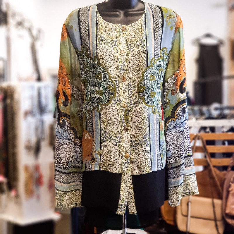 Beautiful Citron Top.<br /> - Black, green, blue, yellow color<br /> - Geometrical and paisley design<br /> - Real front buttons<br /> - Back slit<br /> - Flowy<br /> - Bust circumference: 46 in.<br /> - Length: 28 in.<br /> - Sleeves length: 24 in.<br /> - Size Medium<br /> <br /> * Please note that these measurements and pictures are for reference only and may vary slightly from the original.