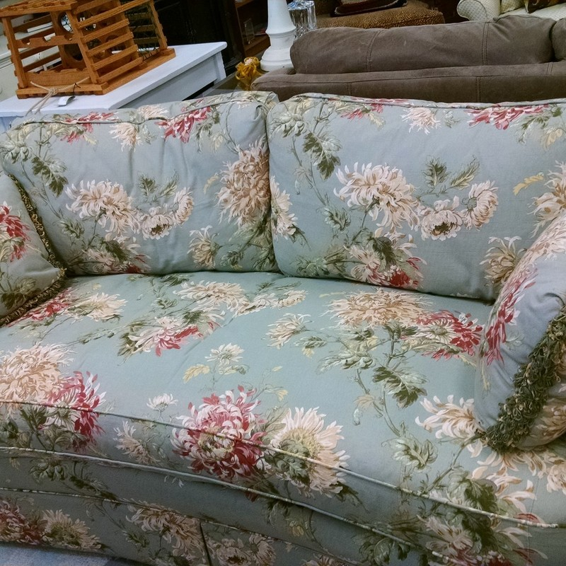 Super high quality Sherrill floral sofa bed with a curved front and single cushion. The fabric is a soft greenish gray with large flowers scattered across it. This beautiful small scale sofa has all down cushions with a hardwood constructed frame. The best of Sherrill design!