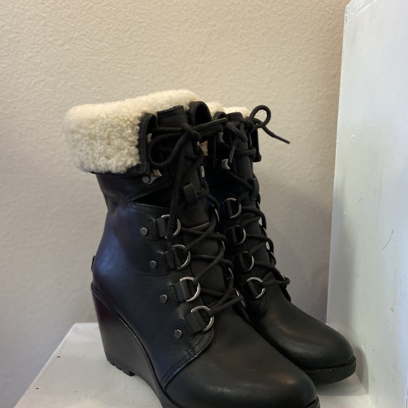 EUC Blk Lace Sherlng Boot.