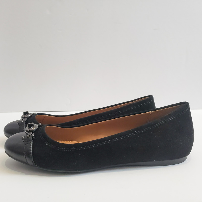 Coach<br /> Black Leather Flats<br /> Size 7<br /> New in Box!
