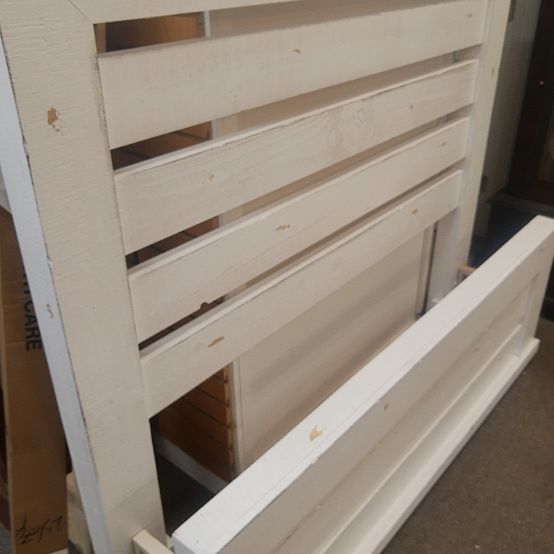 Queen Distressed White Bed Progressive brand<br /> <br /> Complete bed with footboard & rails
