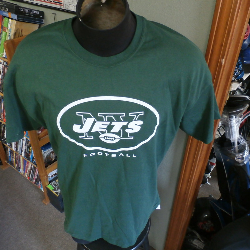 New York Jets Majestic T-shirt green size XL #23727<br /> Rating: (see below) 3- Good Condition<br /> Team: New York Jets<br /> Player: Team<br /> Brand: Majestic<br /> Size: Men&#039;s XLarge- (Measured Flat: chest 23&quot;, length 29&quot;) armpit to armpit and shoulder to hem<br /> Color: green<br /> Style: short sleeve; screen printed<br /> Material: tag missing<br /> Condition: 3- Good Condition; wrinkled; some pilling and fuzz; material is stretched and worn from wearing and washing; some discoloration and fading; no rips or tears; 3-inch stain near logo on left side of chest (see photos)<br /> Item #: 23727<br /> Shipping: FREE