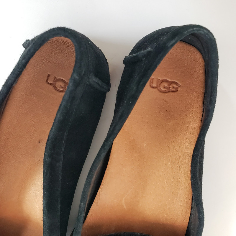 UGG<br /> Black Flat with Brown Detail<br /> Size 10
