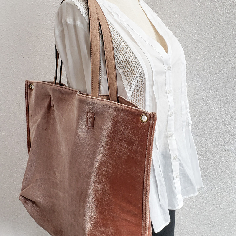 Free People<br /> Rose Velvet Tote<br /> Comes with 2 Inner Pouches<br /> Comes with Long Strap