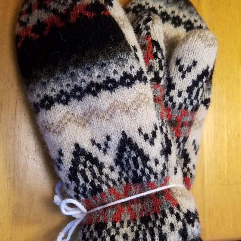 RECYCLED MITTENS.