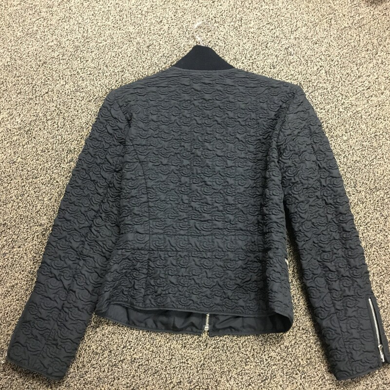 Quilted/Belted Crop Jacke, Blk, Size: S.  Perfect for that Ski Bunny look with leggins and some fur boots.  Tight fitting and Slope look in Vail.  Can you see it???