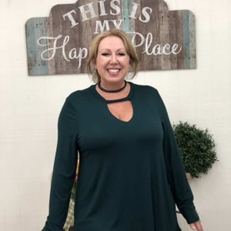 Anne looks beautiful in our Green Keyhole Tunic! Theres only one left so hurry and claim it before someone else grabs it! The mateial is made of 95% Rayon 5% Spandex and has a length of 31in.