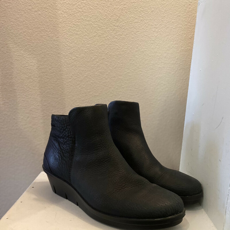 NWT Blk Leather Bootie.
