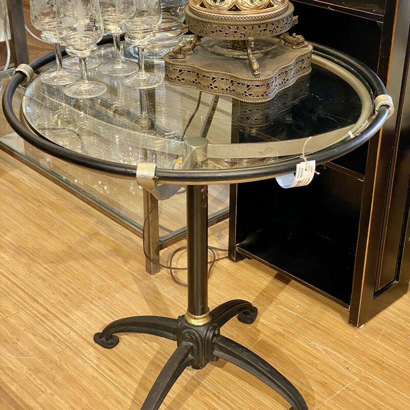 Iron Accent Table, Size: 24x25